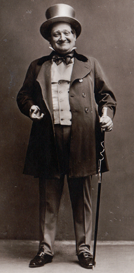 Sepia postcard photograph of Franz Glawatsch (in costume for Das Dreimädelhaus)